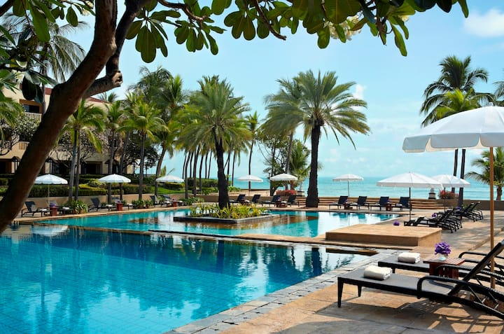 Beachfront Condominium Dusit Thani Hua Hin