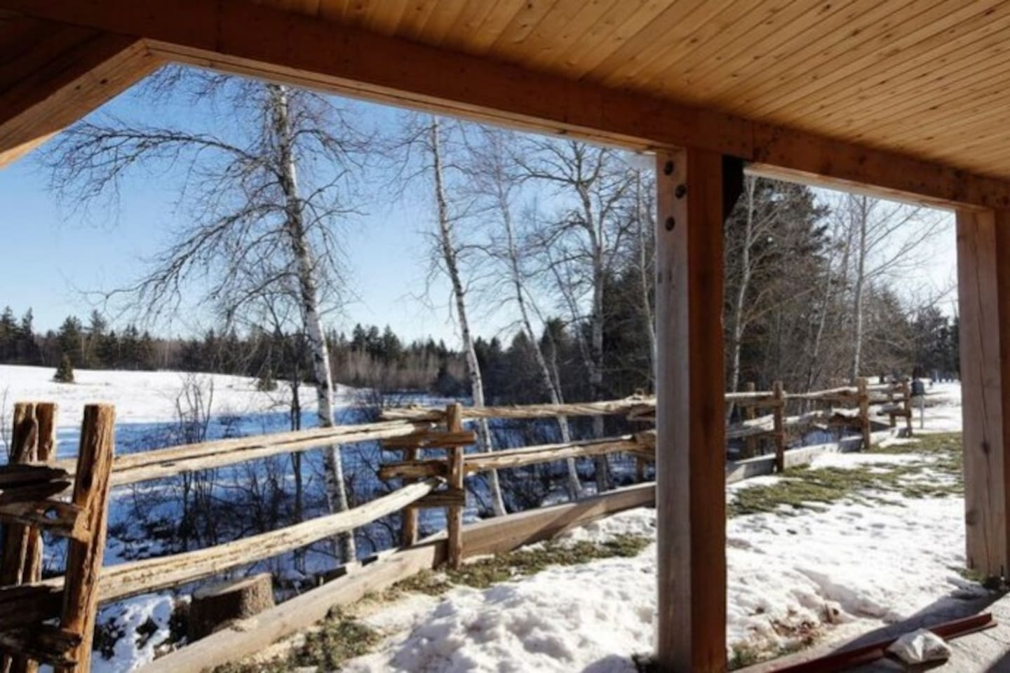 Covered patio, enjoy this lovely quaint countryside www.oldchurchcottages.com Boundary Creek (Moncton Cottage)