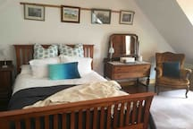 Comfy queens size bed, kick back and relax, the sun can flow into the room and enjoy the sunshine within the room or head on outside. The space is open plan studio apartment for you to relax with your partner or on your own.