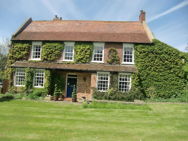 Old Farmhouse, Hatcliffe, Near Grimsby . - North East Lincolnshire
