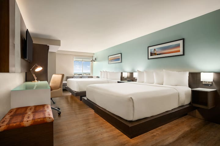 Wyndham Newport, Two King Beds