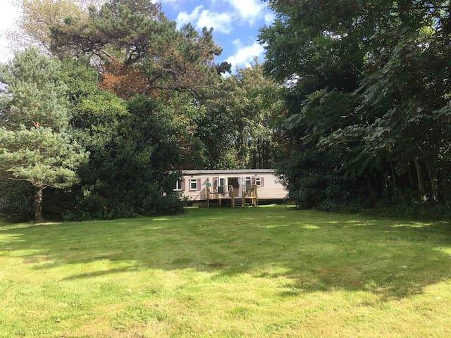 Isle of Wight, luxury caravan in private woodland