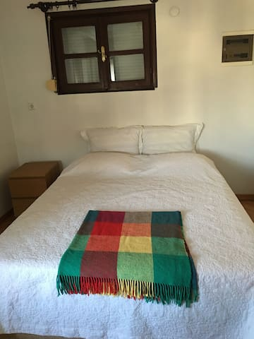 Rooms in a Villa in Tarabya available min. 1 week - Sarıyer - Villa