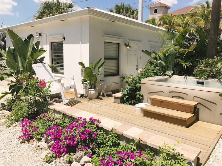 Beach Cottage > 30steps from beach