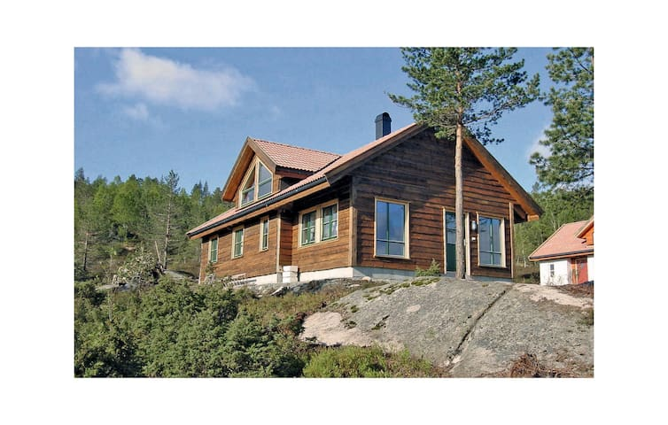 Holiday cottage with 5 bedrooms on 130 m² in Kvinesdal