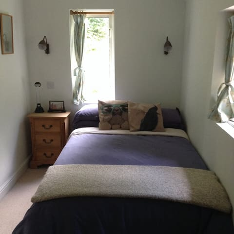 Cosy En-suite Bedroom in a Country House