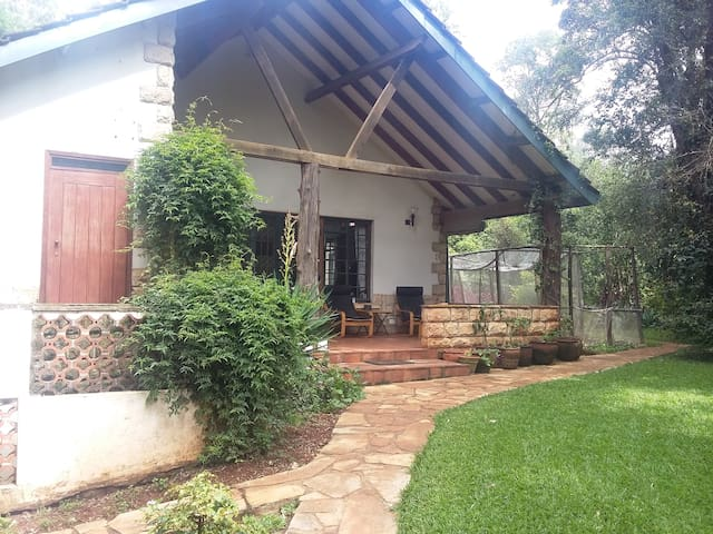 Secure private family home in leafy suburb - Nairobi - Hus