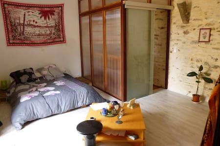 Chambre donnant sur balcon dans triplex atypique - Dol-de-Bretagne - Apartemen