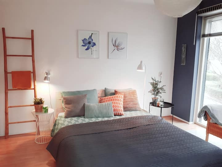 Bright Room with Roof Terrace - near city center