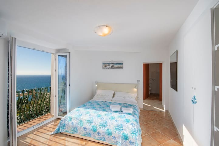 Mario's house app 1 with stunning sea view