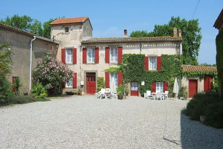 Beautiful gite with pool in ancient wine domaine - Douzens - House