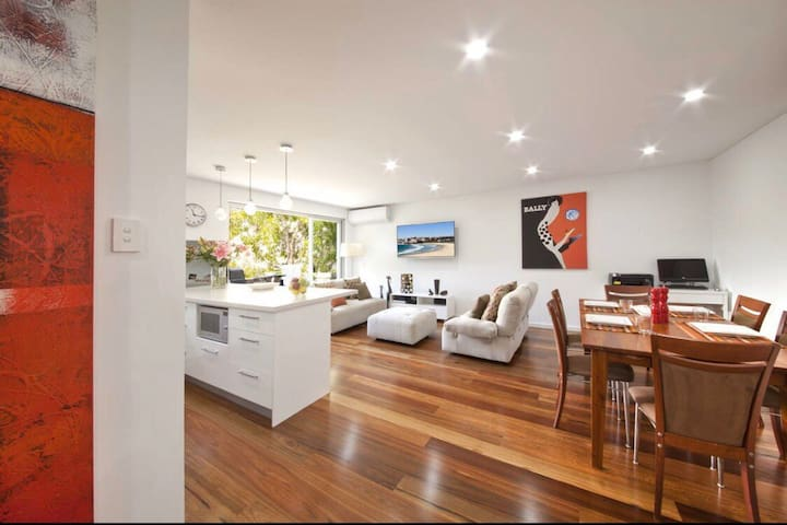 UBER STYLISH APARTMENT IN PRIME BONDI LOCATION