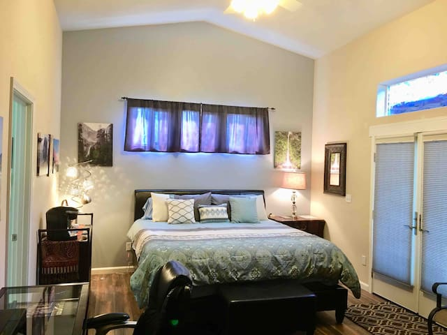 Relax & Enjoy Private Master Suite in Grover Beach