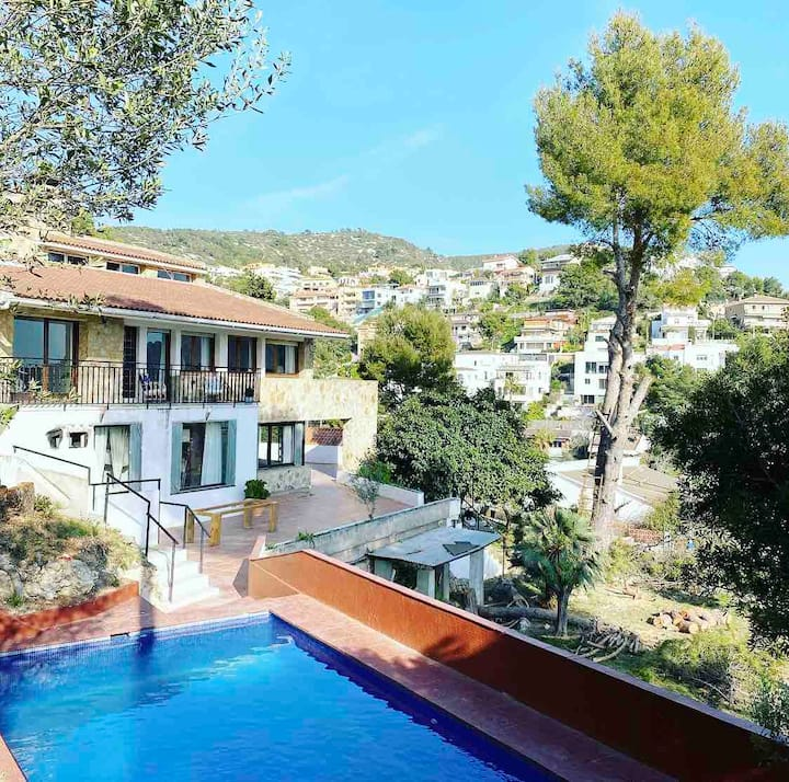 LARGE VILLA WITH SEA VIEWS AND POOL