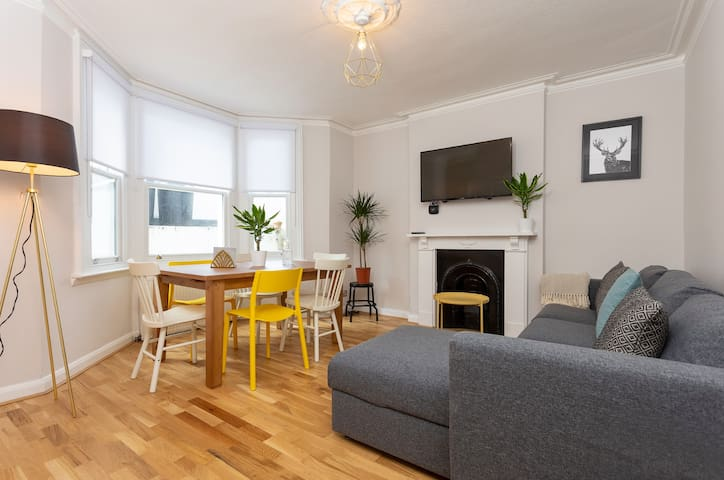 Gorgeous 5 Bedroom Home in Fulham!
