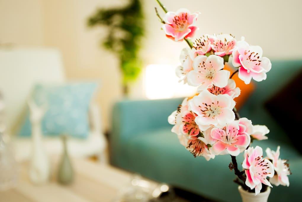 小小的桃花装饰是我们为您精心设计的。