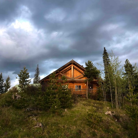 Beautiful 1/2 duplex log cabin in the country!