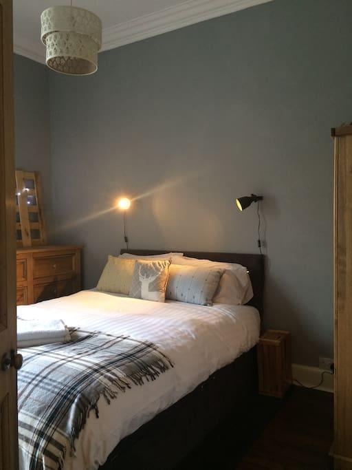 Comfortable kingsize bedroom 1