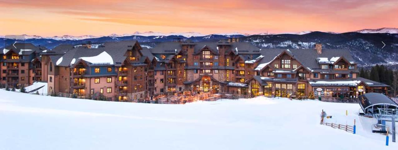 Peak 7 Ski in/Ski out Luxury Condo