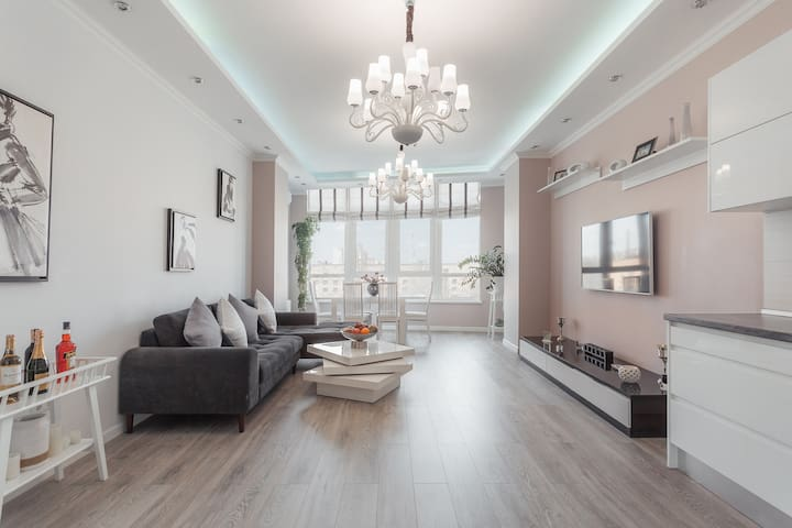 Beautiful bright apartment on French Boulevard