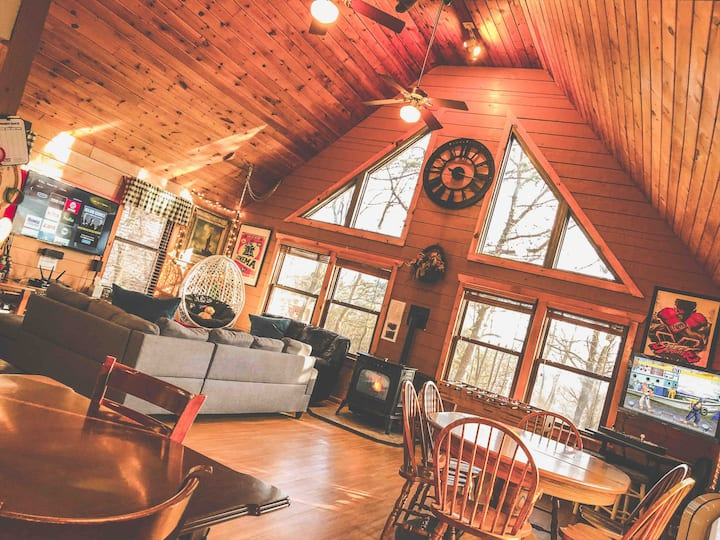 Cedar Log Cabin in the Poconos.  Family friendly.
