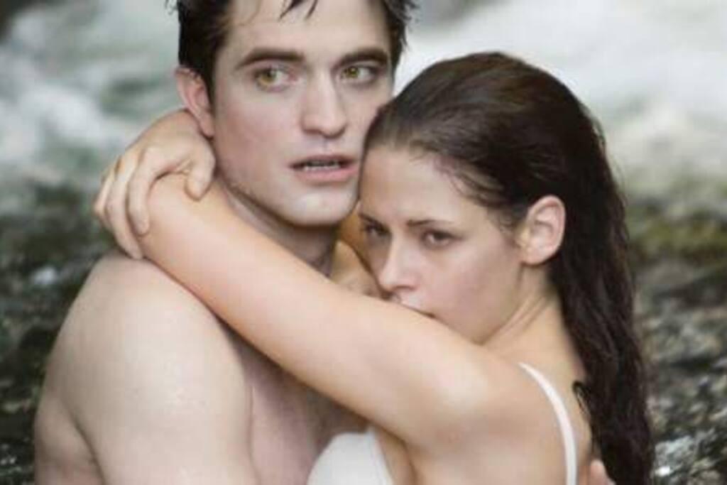 Cachoeira do Crepúsculo (Cachoeira da Usina) no Taquari. Até Robert Pattinson e Kristen Stewart já foram. Se você já mergulhou nessa cachoeira, comenta, curte, compartilha e marca seu amigo!!! Taquari - Paraty - RJ.