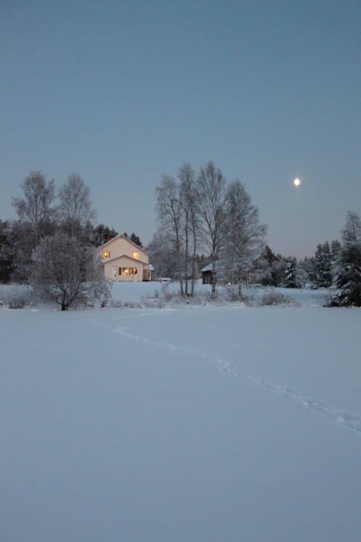Talo järven rannalla, yläkerta