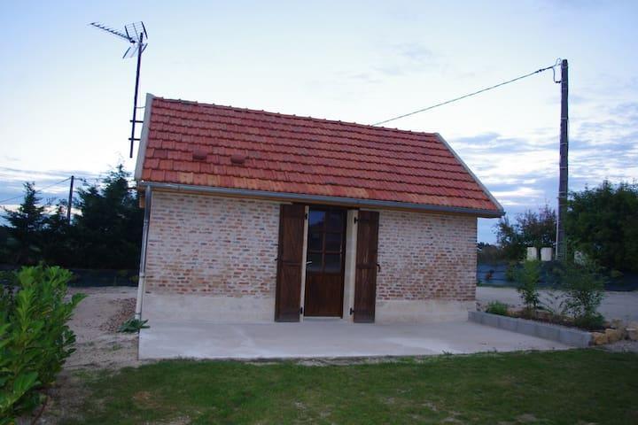 Maisonnette studio indépendante - Lucenay-lès-Aix - Hus