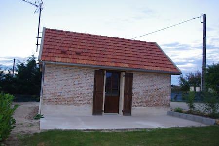 Maisonnette studio indépendante - Lucenay-lès-Aix - Rumah