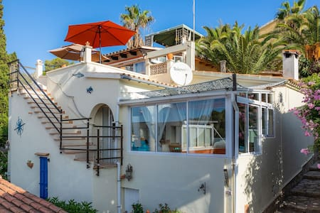 Fully-equipped Holiday Home Casa Caracol with Seaview, Terraces, Air Conditioning & Wi-Fi; Pets Allowed upon Request
