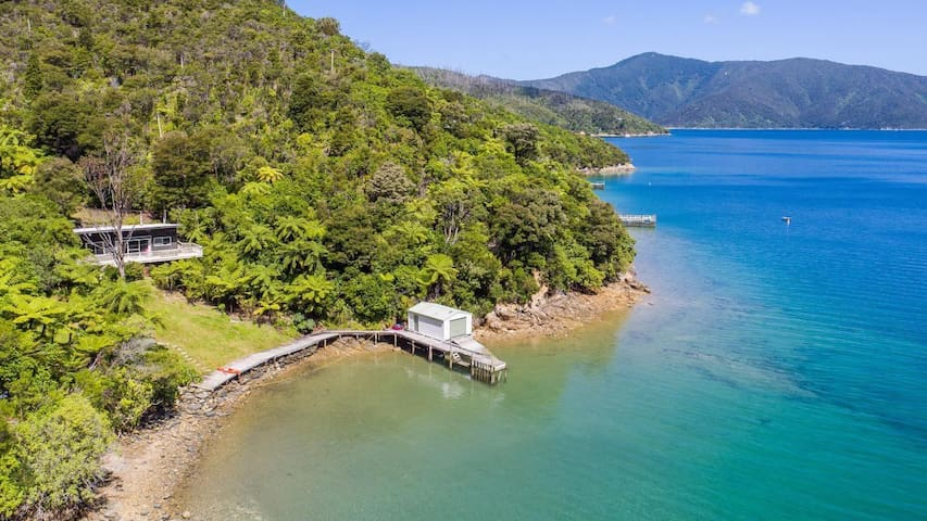 Blackwood Bay Bach, Queen Charlotte Sound