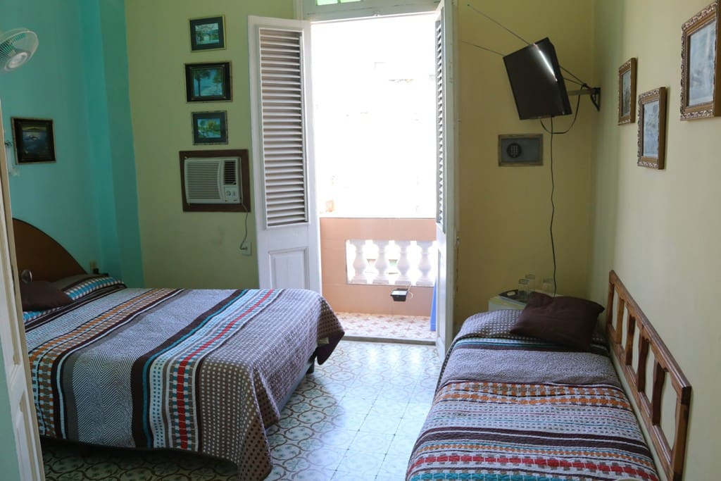 Room 3 (other view)