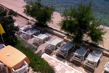 Villa Vedran 5 meters from the beach free sun beds - Komarna - Apartamento