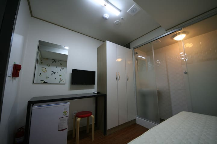 Small Single Room(1) - Star Guest House