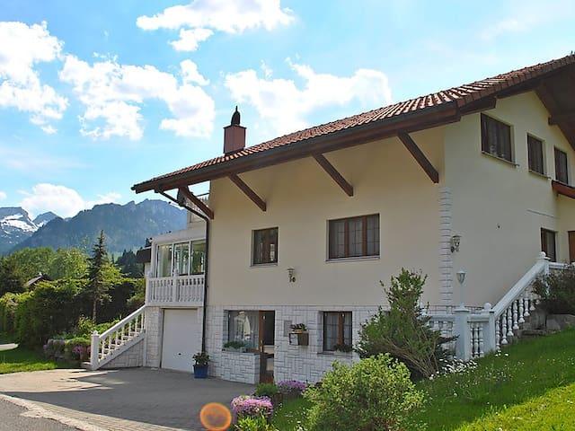 Grosszügiges Ferienhaus im Schwarzsee - Plaffeien - Huis