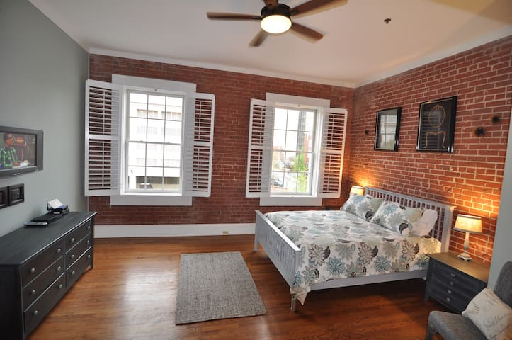 Stylish downtown condo - Greenville - Byt