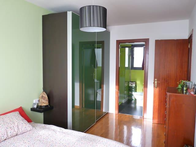 Habitación amplia + baño privado. Sólo S.Fermín - Mutilva Baja - Apartamento