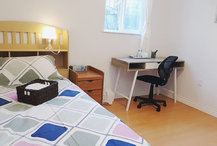 Cozy bedroom near Pinetree Coquitlam  Douglas