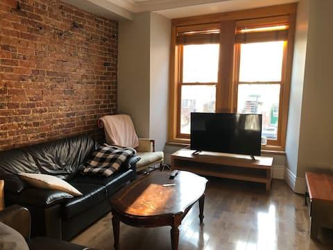 Appartement style ancien renové - Metro Sherbrooke