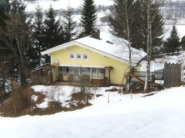 Großes Ferienhaus in ruhiger Lage - WLAN b. 8 Per.