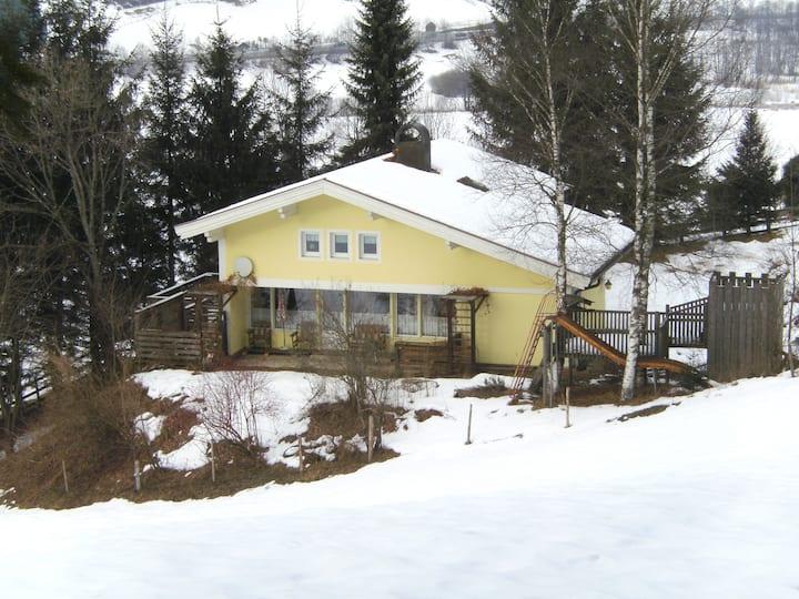 Großes Ferienhaus in ruhiger Lage - WLAN b. 9 Per.