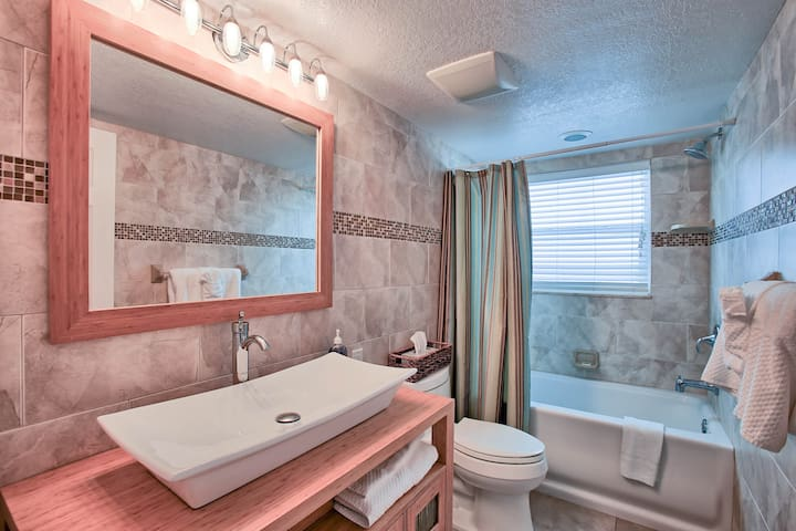 Tarpon Bay a Newly remodeled 1 Bedroom 1 Bathroom on the intracostal waterway