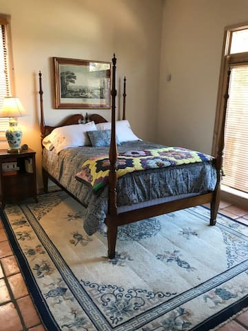 Wilburn House Bedroom for Two w: Private Entrance