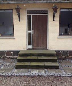1 værelser på landejendom, Hedeland - Roskilde - Dom