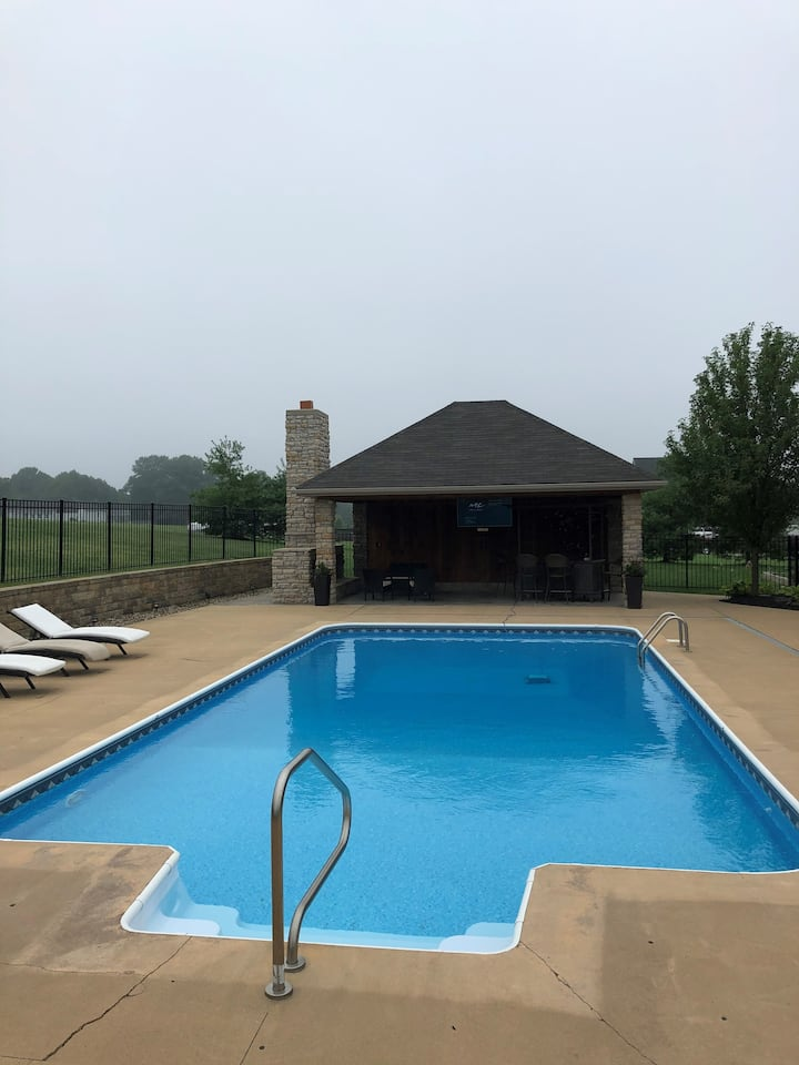 The Gather Place- Heated pool, 7 bed rooms 5 baths