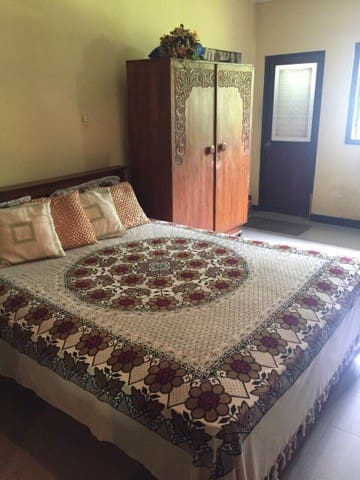 Negombo - Seperate Room,A/C, Close to Airport