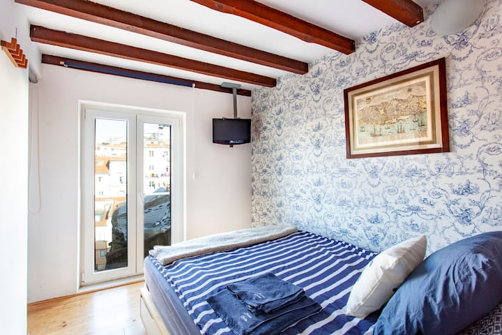 MOURARIA II; Studio, french balcony&smart check-in