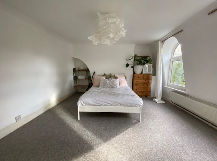 Bright, spacious room in the heart of London