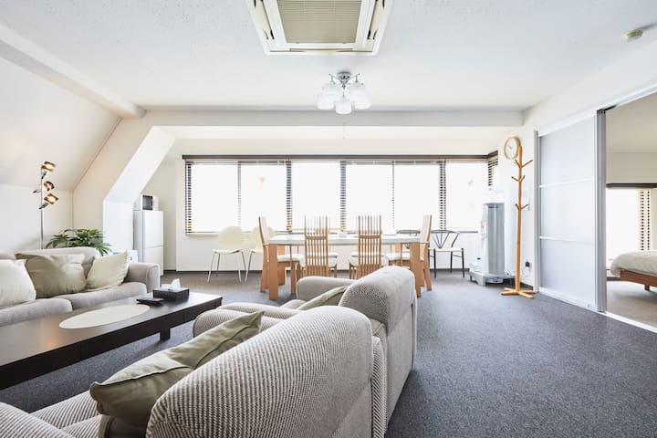 Near Roppongi/90㎡ / 2BR / 9 beds /Max 11 people