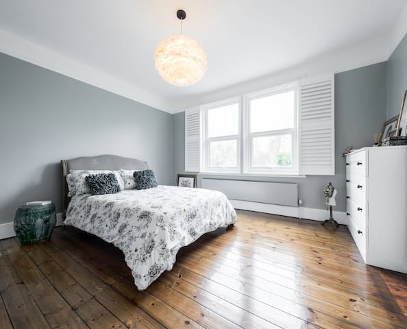 Double Room with Private Bathroom and Garden View - London - House